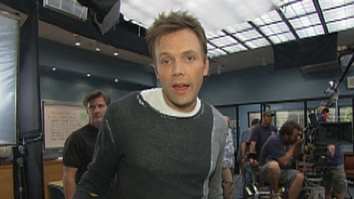 Joel McHale&#39;s Signature Snarky &#39;Community&#39; Set Tour Video