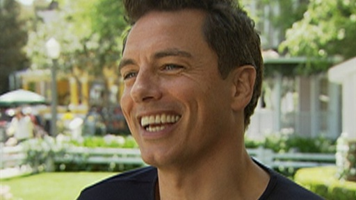John Barrowman Heats up &#39;Desperate Housewives&#39; Video