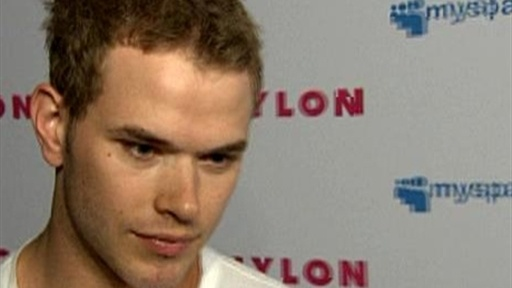 Kellan Lutz Gives &#39;New Moon&#39; Update Video