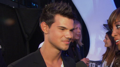 [MTV Video Music Awards 2011: Are Taylor Lautner & Kris Humphries]