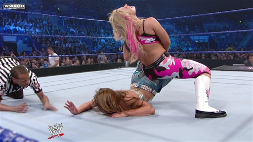 Mickie James Vs. Natalya Video