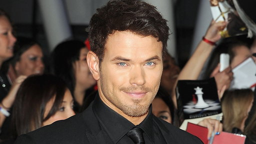 [Kellan Lutz Talks 'Immortals' & 'Breaking Dawn' Box Office Battl]