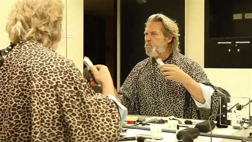 [SNL Backstage: Jeff Bridges Shaves His Beard]