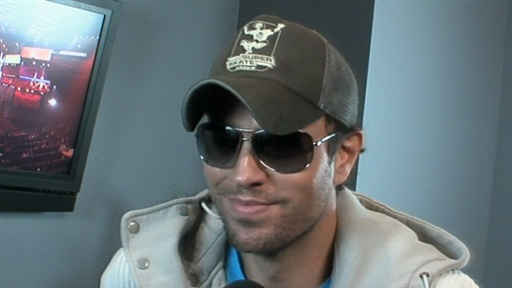 Enrique Iglesias Gets &#39;Dirty&#39; for the American Music Awards Video