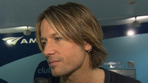Keith Urban Thrills Fans With Surprise Concert at New York's Pen Video