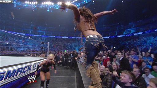 Mickie James Vs. Womens Champion Michelle McCool Video