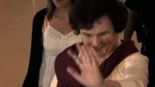 Fans &amp; Press Mob Susan Boyle at Los Angeles Airport Video
