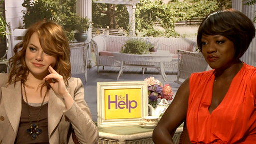 Emma Stone &amp; Viola Davis Give a &#39;Help&#39;-ing Hand Video