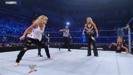 Mickie James Vs. Beth Phoenix Video