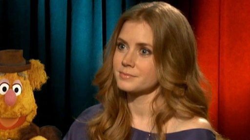 [Amy Adams: Henry Cavill's Good Looks Can Be 'A Little Distractin]