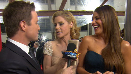 [2012 Golden Globes Red Carpet: Julie Bowen & Sofia Vergara Laugh]