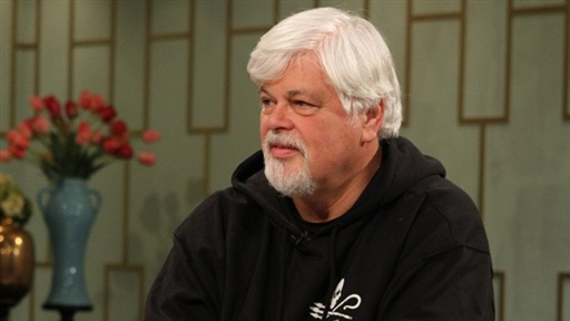 [Captain Paul Watson Fights in the Deadly 'Whale Wars']