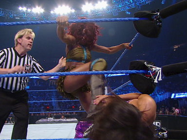 Layla vs. Alicia Fox Video
