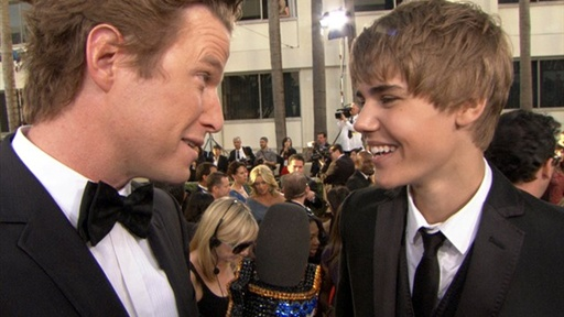 2011 Golden Globes: Bieber Fever Heats up the Red Carpet Video