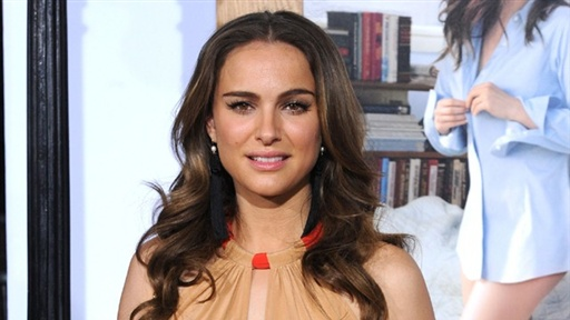 Natalie Portman Discusses Mila Kunis Being Blind in One Eye Video