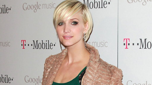 [Ashlee Simpson 'Looking Forward' to Being an Aunt]