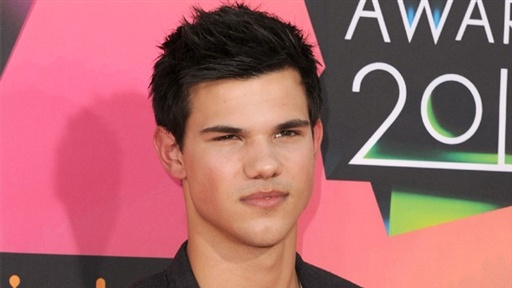 [2010 Kids' Choice Awards: Taylor Lautner Is 'Really Hot']