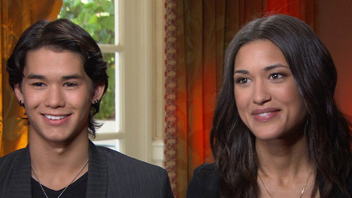 Booboo Stewart & Julia Jones Talk 'The Twilight Saga: Breaking D Video