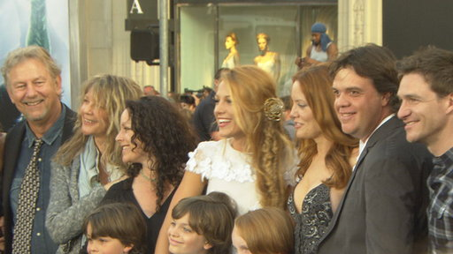 Blake Lively Brings The Entire Family To The &#39;Green Lantern&#39; Pre Video