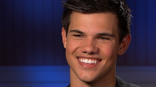 [Taylor Lautner: 'It Was Difficult' Hating Robert]