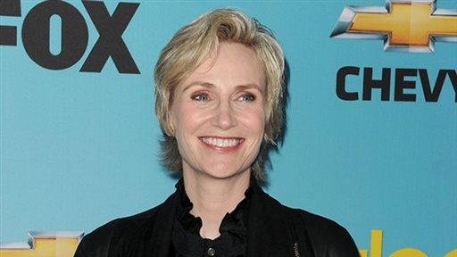 'Glee's' Jane Lynch: 'I'm Engaged!' Video